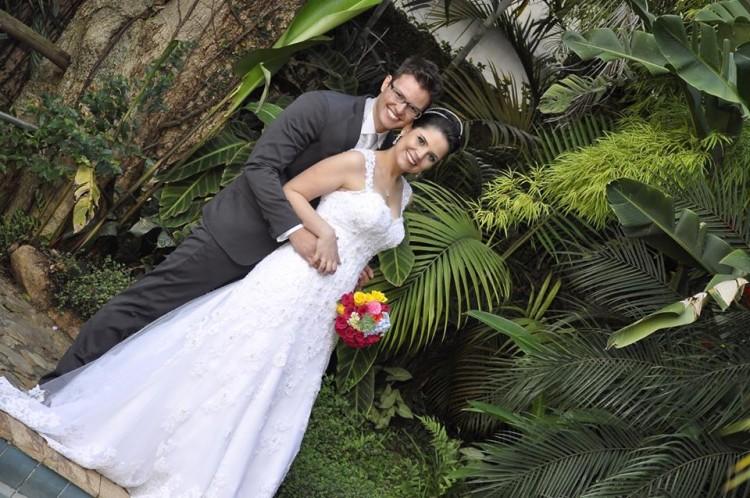 Helen e Rafael no dia do casamento, em janeiro de 2014 (Arquivo pessoal)