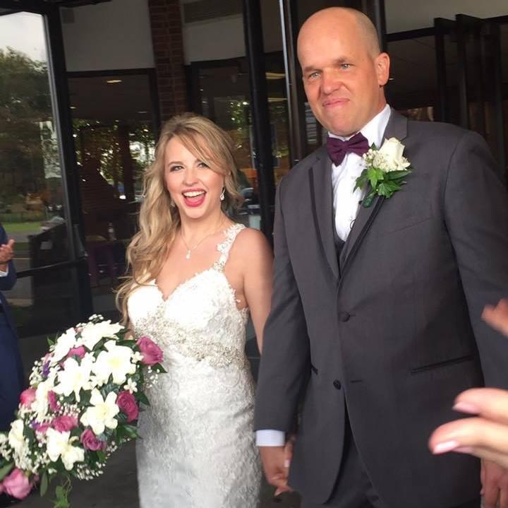 Heather e Christopher no dia do casamento nos EUA (Reprodução/ Facebook)