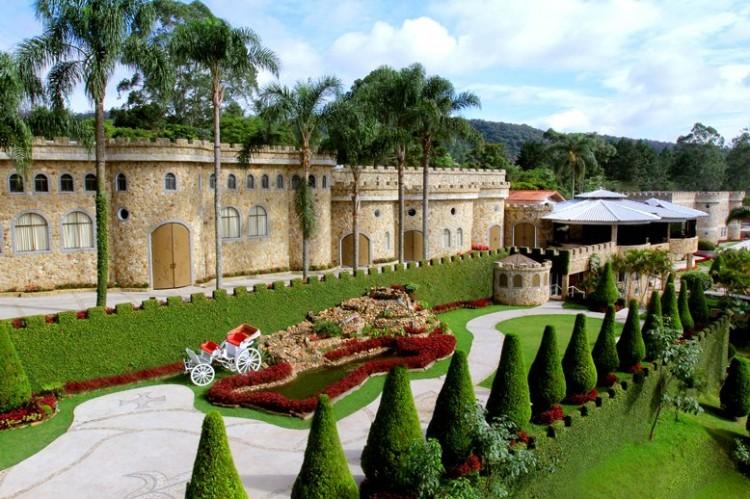 Monte Castelo conta com três castelos em um espaço de cerca de 50 mil m² em Mauá, na Grande SP (Foto: Facebook/Monte Castelo Eventos