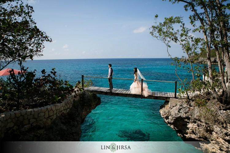 Mar com tons azuis e verdes é um belo cenário jamaicano