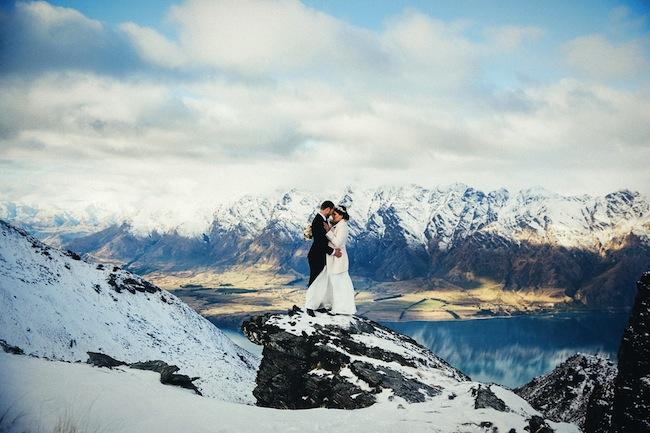 Nem só de mar e campos floridos são feitas as belas imagens de casamento.