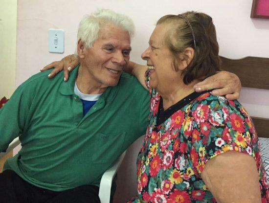Depois do namoro, é difícil não encontrar o casal com sorriso no rosto (Foto: Dani Braga/Folhapress)