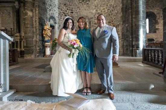 Cristina com casal de americanos em um casamento em Vernazza, região da Liguria, na Itália