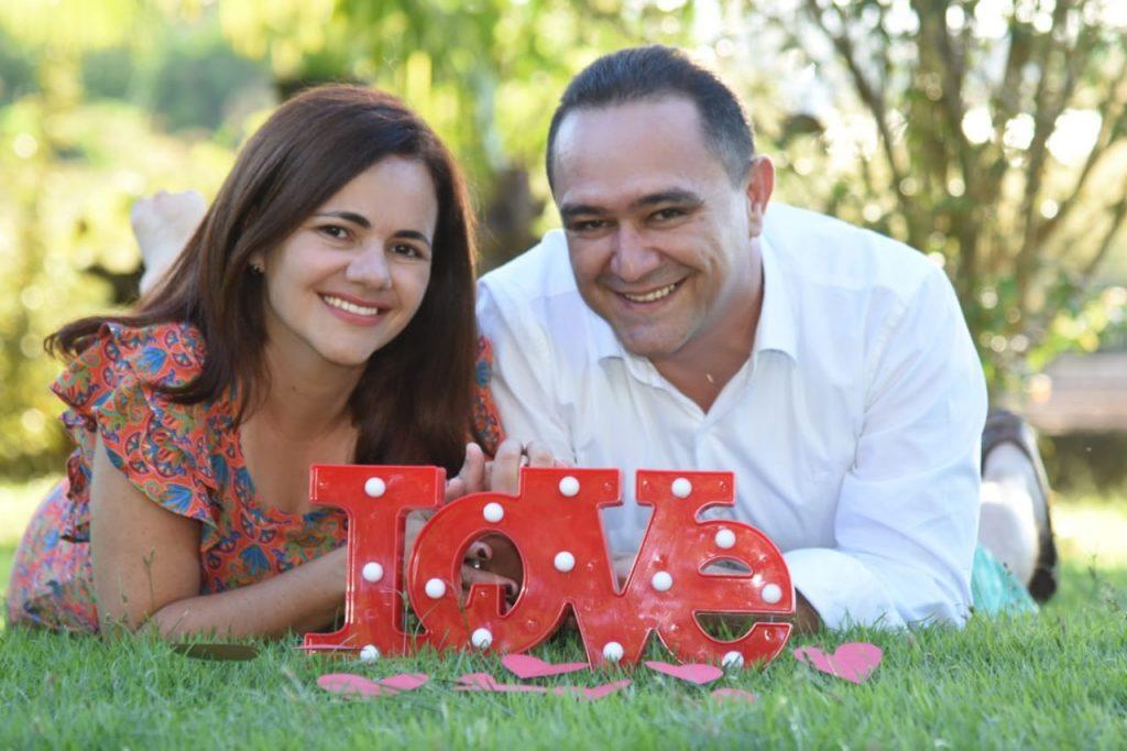 """Renata e Kermme são """"só love"""" após o reencontro ; eles se casam neste ano no Dia dos Namorados"""