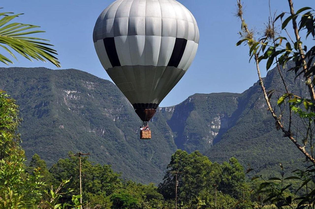 Passeio de balão em Praia Grande (SC), com vista para os parques de Serra Geral e de Aparados da Serra